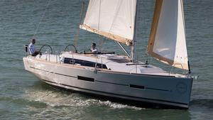 New Dufour 382 Grand Large Racer and Cruiser Sailboat For Sale