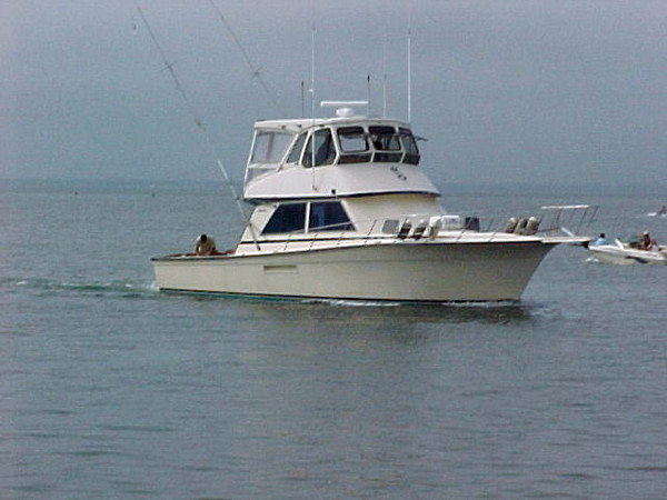 Used Henriques Enclosed Flybridge Sports Fishing Boat For Sale