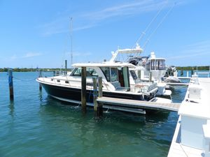 New Sabre 38 Salon Express Motor Yacht For Sale