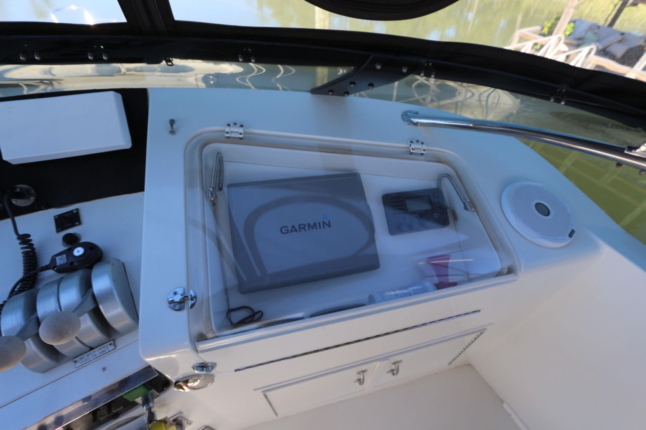 1998 Used Hatteras 52 Cockpit Motor Yacht Motor Yacht For