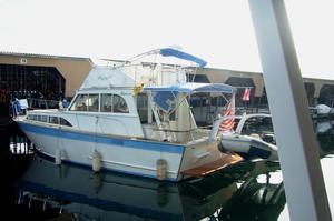 Used Manson Flybridge Sedan Cruiser Boat For Sale