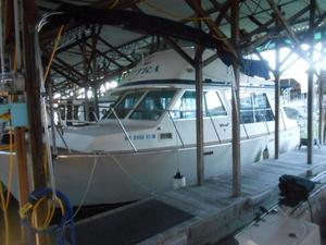 Used Tollycraft 30 Sedan Cruiser Boat For Sale