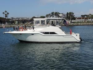 Used Cruisers Yachts 4280 Express Bridge Motor Yacht For Sale