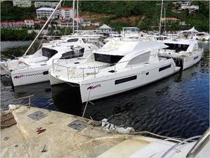 Used Robertson & Caine Moorings 433 PC Power Catamaran Boat For Sale
