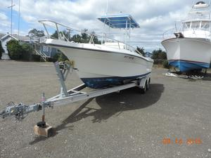 Used Celebrity 2300 Fish Hawk Center Console Fishing Boat For Sale