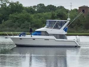 Used Carver 1994 370 Voyager Cruiser Boat For Sale