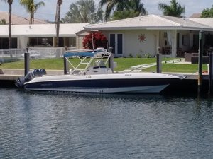 Used Wellcraft 32 CCF Center Console Fishing Boat For Sale