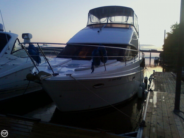 Used Carver 33 SS Express Cruiser Boat For Sale