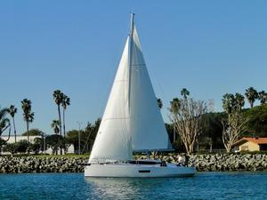 New Elan GT5 Deck Saloon Sailboat For Sale
