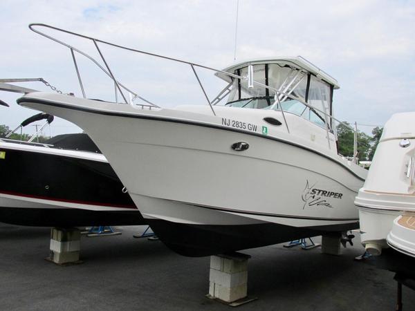 Used Seaswirl Striper 2601 Walkaround O/B Cuddy Cabin Boat For Sale
