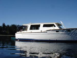 Used Chris-Craft Sedan Cruiser Boat For Sale