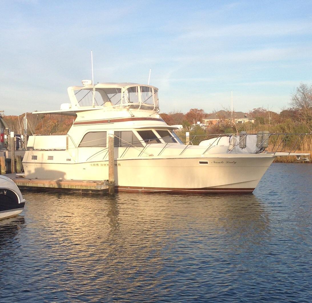 1984 Used Uniflite (chris Craft) 42 DC Motor Yacht For Sale