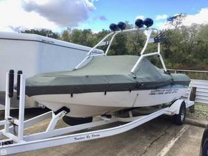 Used Correct Craft 23 Ski and Wakeboard Boat For Sale