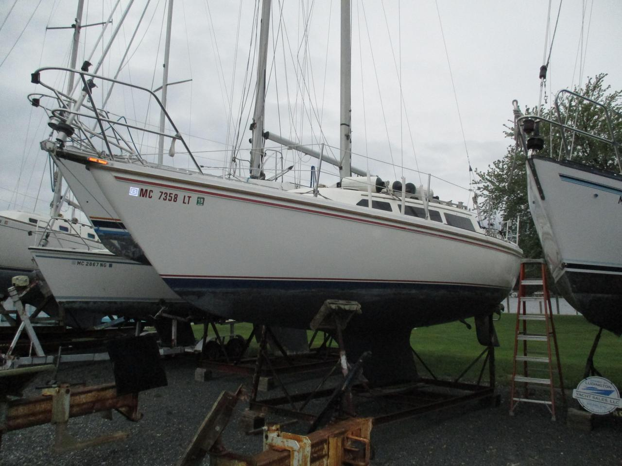 1985 Used Catalina 27 Sloop Sailboat For Sale - $9,900