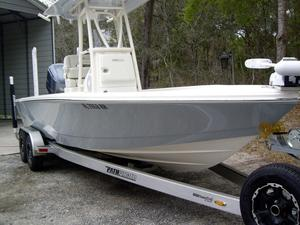 Used Pathfinder 2500 Hybrid Center Console Fishing Boat For Sale