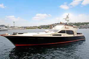 Used Midnight Lace 52 Flybridge - Custom Flybridge Boat For Sale