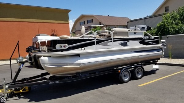 Used Crestliner 2185 Grand Cayman Pontoon Boat For Sale