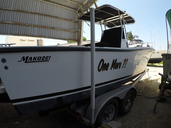 Used Mako 261B Center Console Fishing Boat For Sale