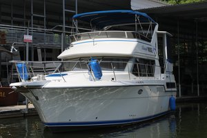 Used Carver 370 AC Motor Yacht For Sale