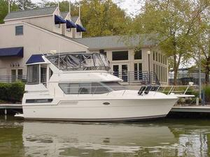 Used Carver 370 Aft Cabin Motor Yacht For Sale