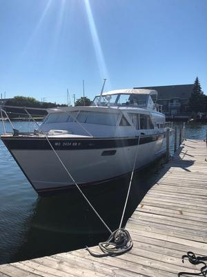 Used Chris-Craft Cavalier Cruiser Boat For Sale