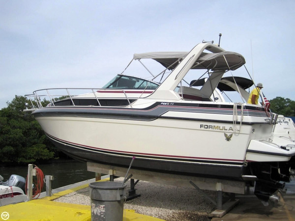 Used Formula F-26 PC Thunderbird Express Cruiser Boat For Sale