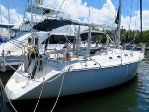 Used Hunter Legend 40 Racer and Cruiser Sailboat For Sale