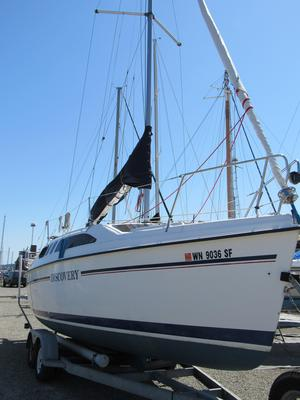 Used Hunter 26 Cruiser Sailboat For Sale