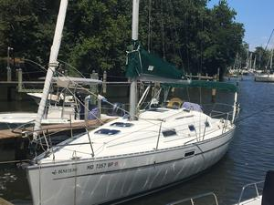Used Beneteau 311 Swing Keel Cruiser Sailboat For Sale