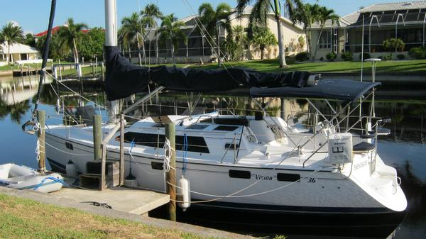 Used Hunter Vision 36 Cruiser Sailboat For Sale