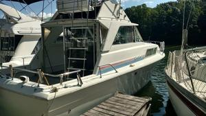 Used Chris-Craft Catalina 33 Cruiser Boat For Sale