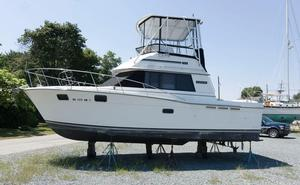 Used Carver 32 Convertible Motor Yacht For Sale