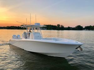 Used Invincible 33 Open Fisherman Center Console Fishing Boat For Sale