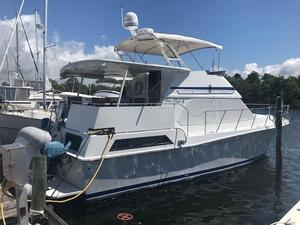 Used Chris-Craft Catalina 426 Motor Yacht For Sale