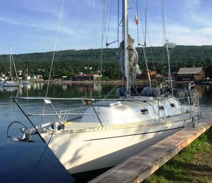 Used Columbia 8.7 Cruiser Sailboat For Sale