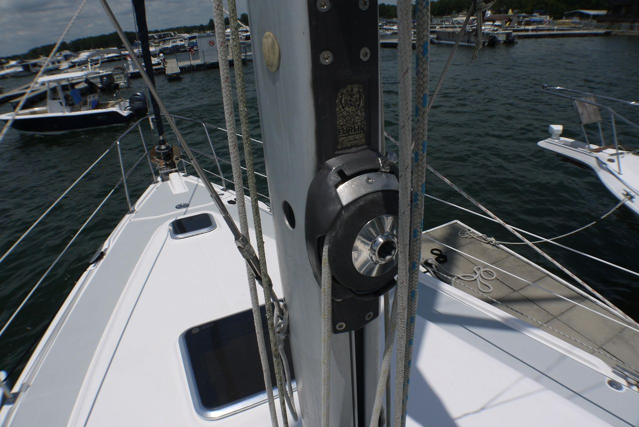 2005 Used Hunter 41 Deck Salon Cruiser Sailboat For Sale - $134,900