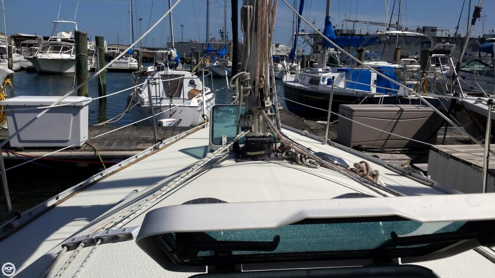 Car Club Inc: 1985 Used Albin 33 Nova Racer And Cruiser Sailboat For