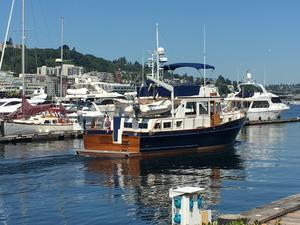 Used Grand Banks Classic Stabilized 3 Cabins Motor Yacht For Sale