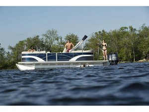 New Sylvan Mirage Cruise 8522 LZ Motor Yacht For Sale