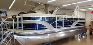 New Sylvan Mirage Fish 822 Party Fish Motor Yacht For Sale