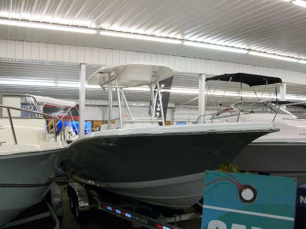 New Tidewater Boats 220 CC Adventure Center Console Fishing Boat For Sale