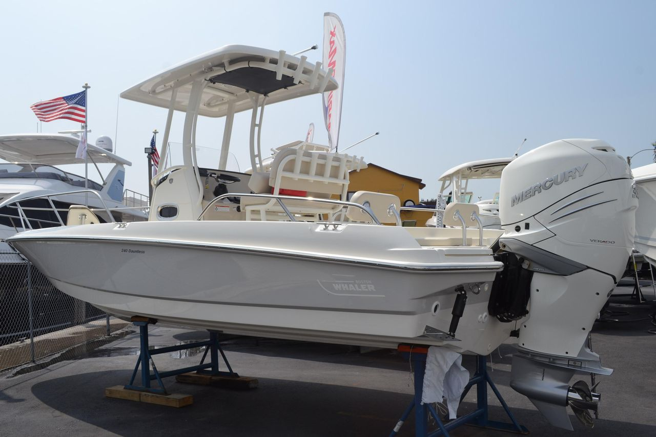 2018 New Boston Whaler 240 Dauntless High Performance Boat For Sale