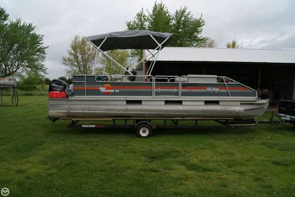Used Sun Tracker 24 Party Barge Pontoon Boat For Sale