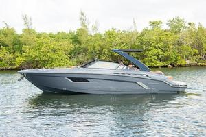 Used Cruisers Yachts 328/338 South Beach Ed. Express Cruiser Boat For Sale