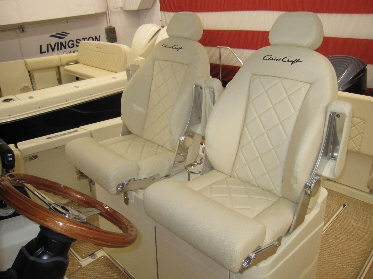 2019 New Chris-Craft Catalina 30 Pilothouse Center Console