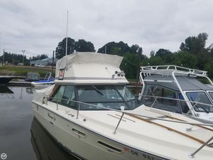Used Sea Ray SRV 240 Sedan Bridge Sports Fishing Boat For Sale