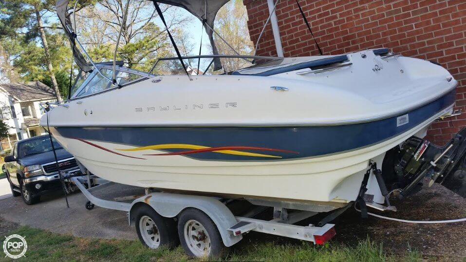 2001 Used Bayliner Capri 232 LX Runabout Boat For Sale