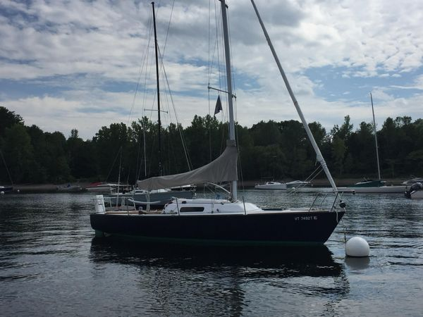 Used J Boats 27 Racer and Cruiser Sailboat For Sale