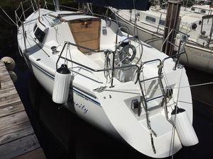 Used Catalina Capri 26 Racer and Cruiser Sailboat For Sale