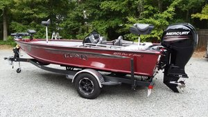 Used Lund 1875 Pro-V Bass XS Bass Boat For Sale